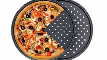 How to Cook With a Pizza Pan with Holes